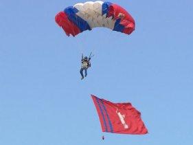 Курсанты клуба «Юный ястреб» отработали прыжки с парашютом