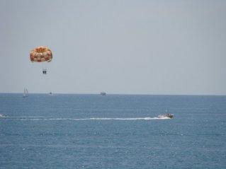 Ответы@Mail.Ru: а сколько стоит прыгнуть с парашюта в море в
