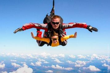 Прыжок с парашютом в тандеме с инструктором, c высоты 4 метров